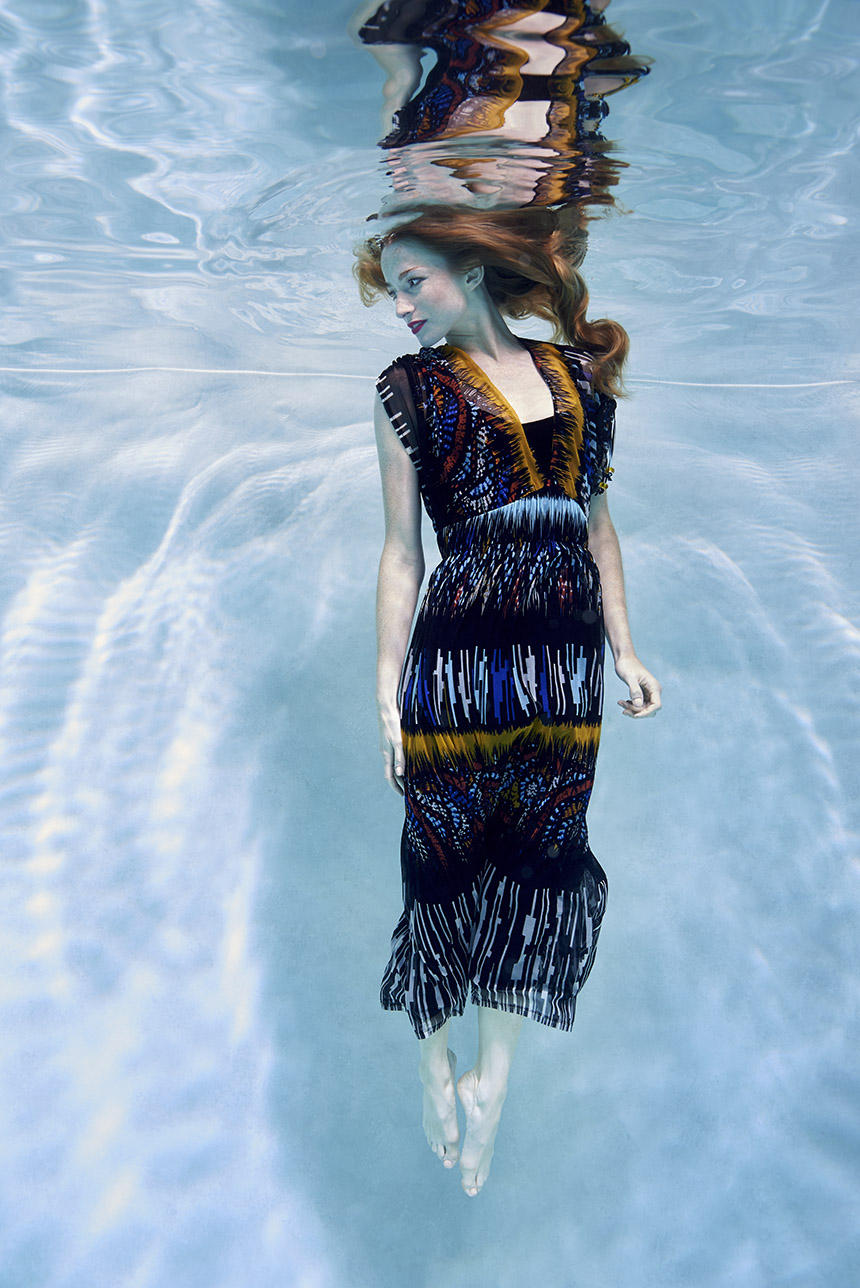 photographie de mode sous l'eau